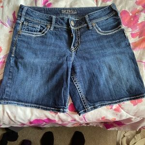 Size 29 silver jeans shorts